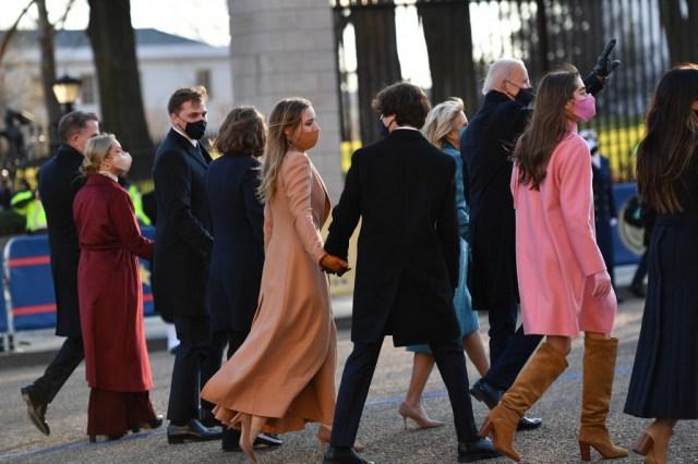 063 1230702267 - La hijastra de Kamala Harris ganó el desfile fashion en la investidura de Biden (FOTOS)