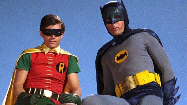 WBDX7F6C25HZFEPKMMH2Q44HKE - A 55 años del estreno de Batman en TV: Calzas ajustadas, onomatopeyas, villanos famosos y la locura de la Batimanía