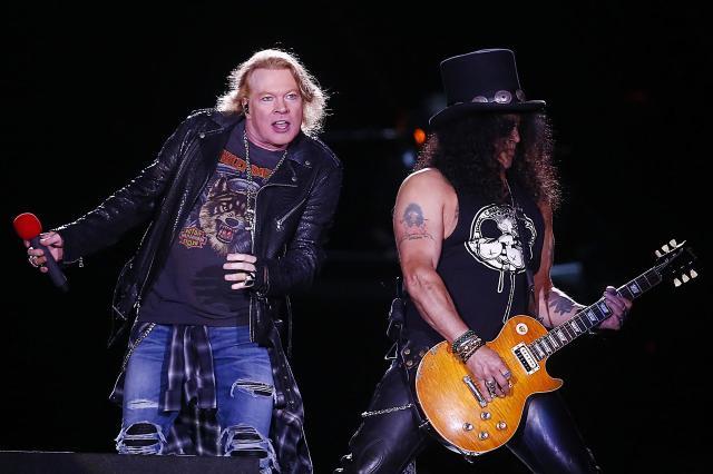 """03c14eebf37b1ef9e9b65573d34d02a4facf430bw - Guns N' Roses estrena """"Absurd"""", su primer tema inédito en 13 años"""