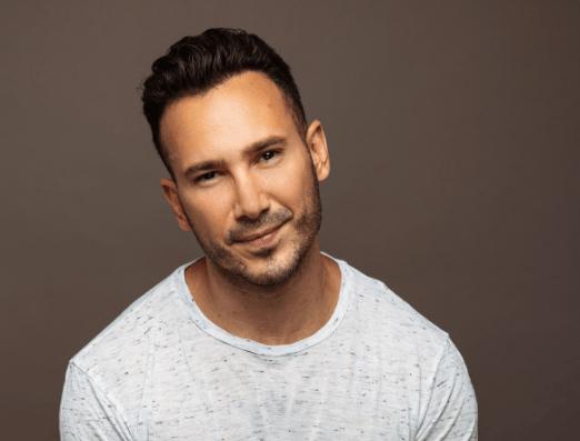 Disenador Ricky Martin - Julio Villarroel, un latino que hace joyas con valores
