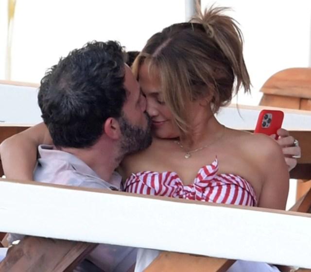 Screenshot 10 1 - Las fotos de las románticas vacaciones de Jennifer Lopez y Ben Affleck en Italia