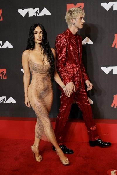 063 1339932614 - ¡Otro escándalo! Conor McGregor atacó al novio de Megan Fox en la alfombra roja de los premios de MTV (VIDEO)