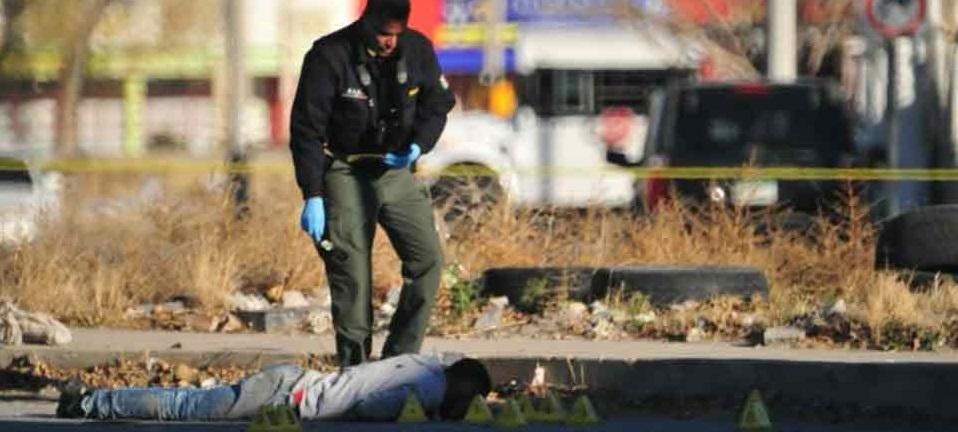 Juárez: Bajan a hombre de su vehículo y lo ejecutan a media calle