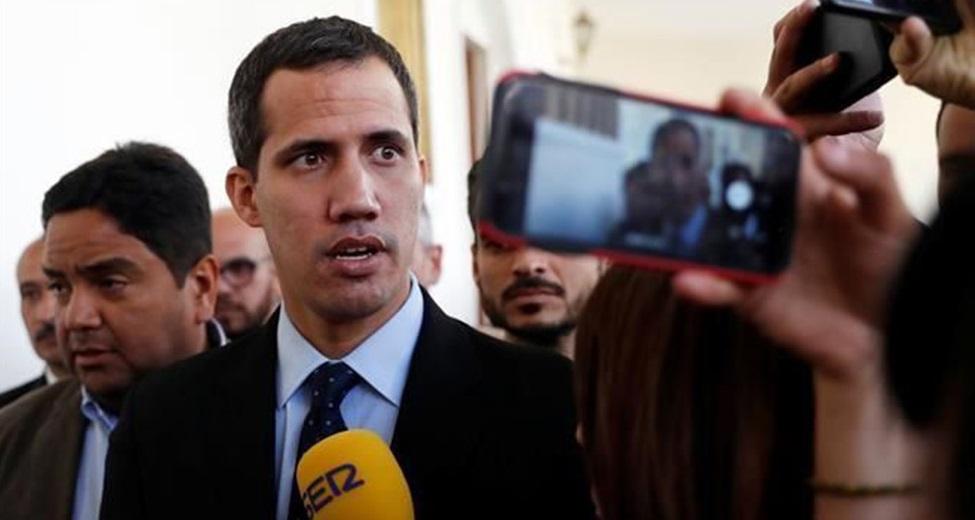 Impiden a Guaidó salir de Venezuela