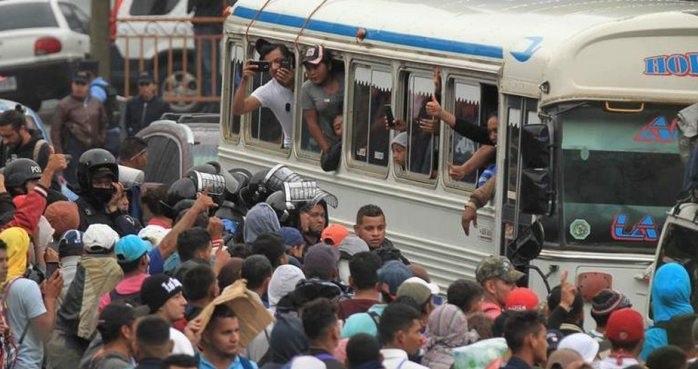 Retoma caravana migrante su camino a EU