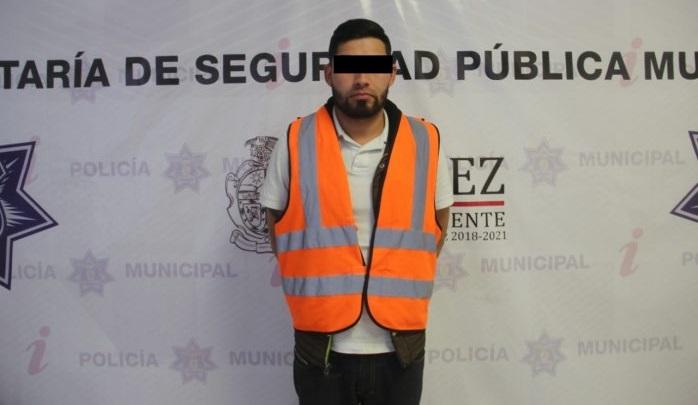 Detienen a hombre por embrigarse en la calle y traer pistola en Juárez