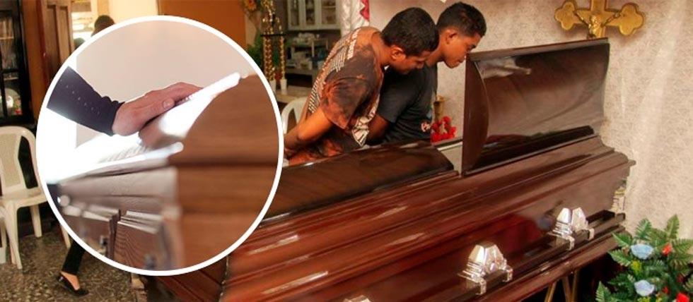 Asiste a velorio de su amigo y muere en la funeraria