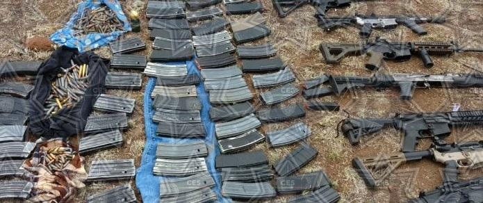 Aseguran arsenal abandonado en la sierra de Temósachic