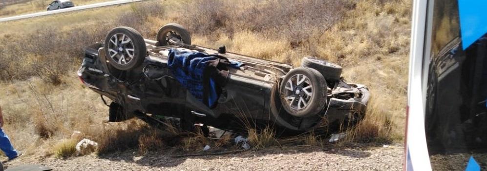 Vuelcan en carretera a Juárez