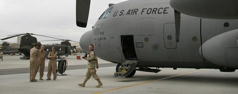 Mueren 3 militares de EUA en base aérea en Afganistán