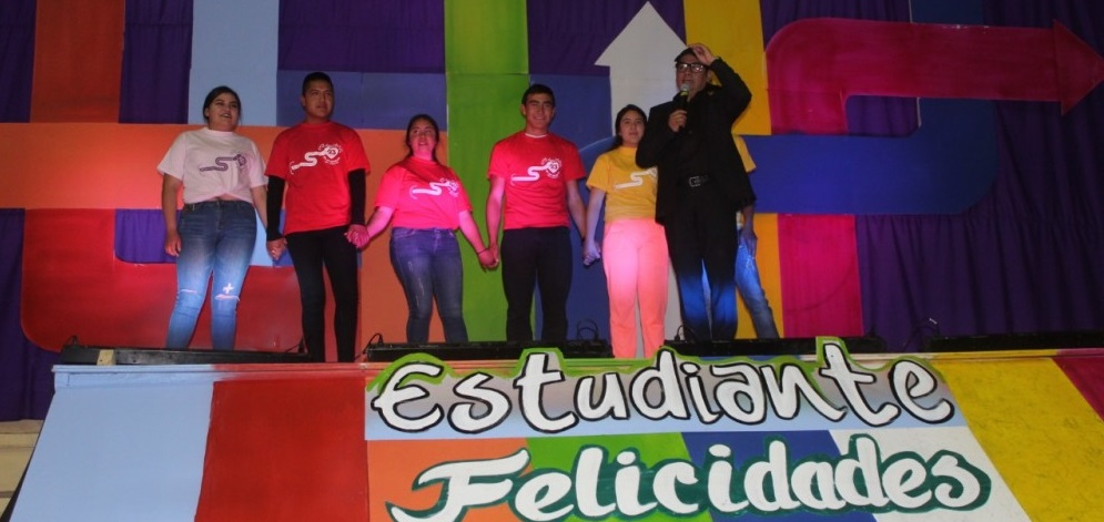 Celebran con magno evento el día del estudiante en Guadalupe y Calvo
