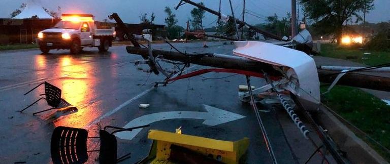 Fuerte tornado golpea Missouri; se reportan 3 muertos (VIDEO)