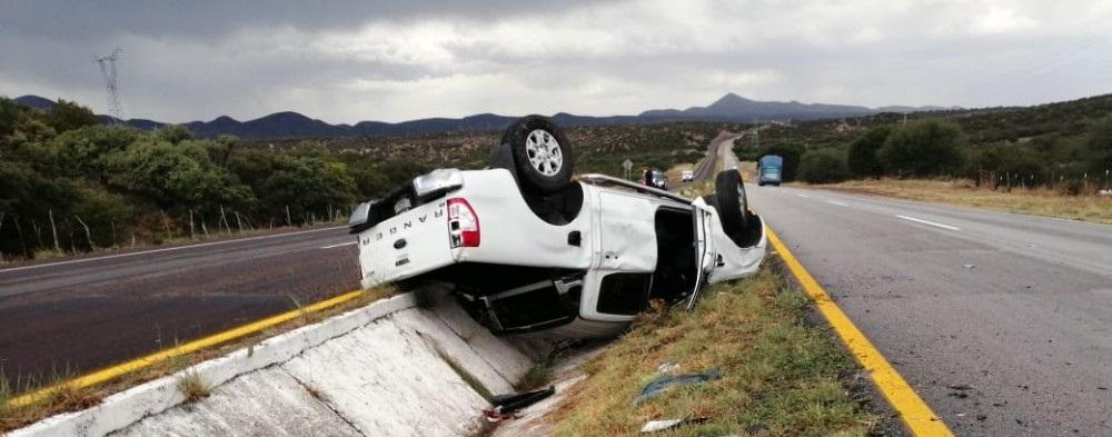 Deja lesionados volcadura en carretera a Cuauhtémoc