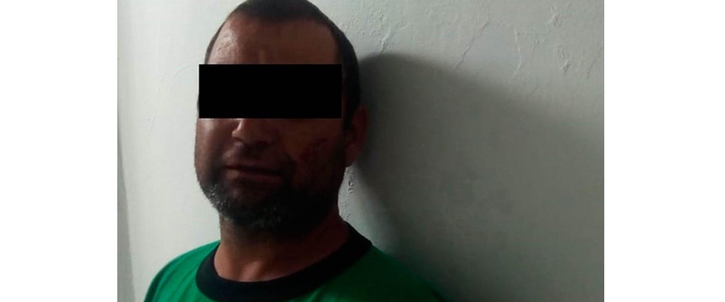 Pide ayuda a policías tras ser golpeado por su esposa; detienen a ambos