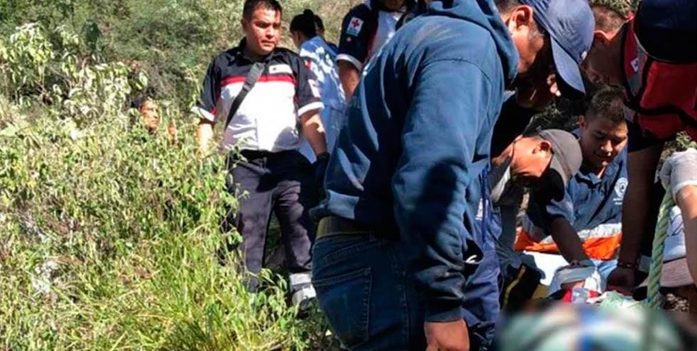 Camioneta cae a barranco en Hidalgo, hay 7 muertos