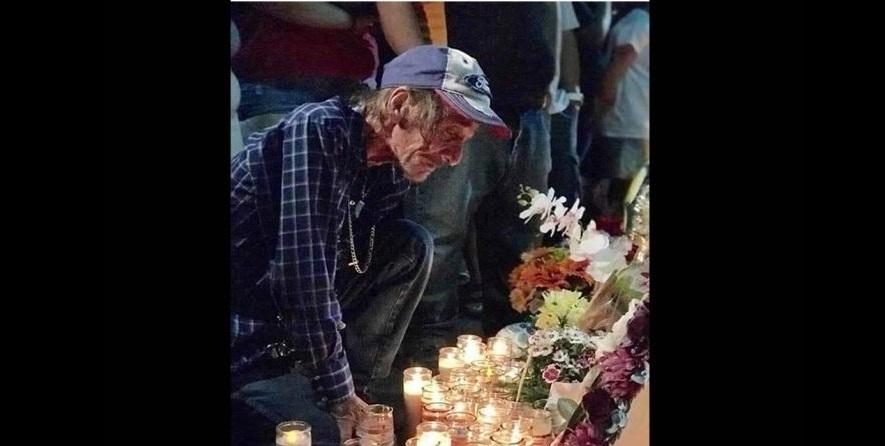 Viudo sin familia invita a funeral de su esposa en El Paso