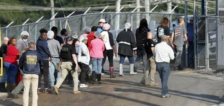 Impresionante redada migratoria: ¡Arrestan a 680 en Mississippi!