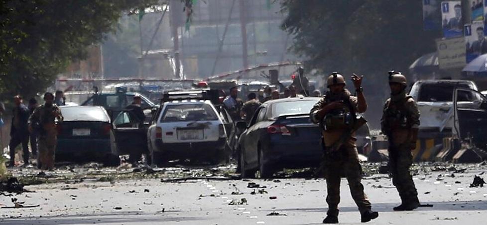 Atacan talibanes embajadas en Kabul; 10 muertos