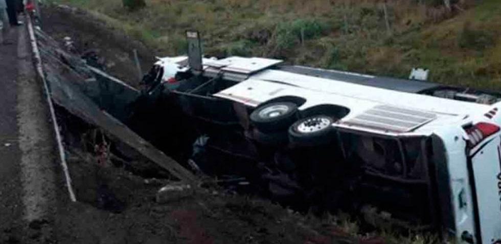Volcadura deja tres muertos y 26 lesionados en Veracruz