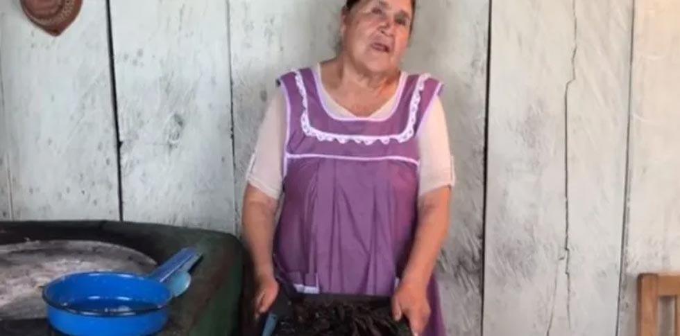 Abuelita youtuber enternece a las redes enseñando a preparar comida mexicana