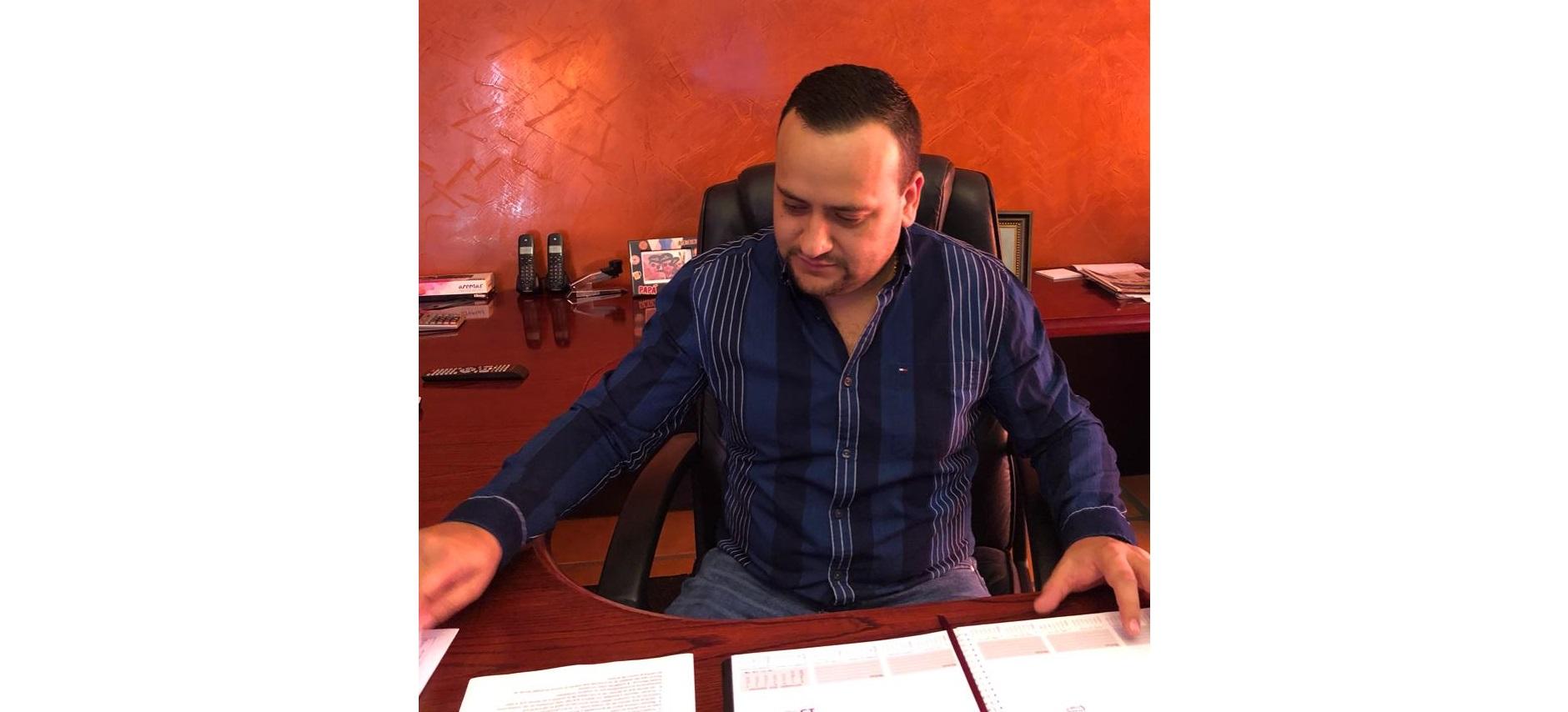 Arturo Medina sostuvo reunión con directores para afianzar nuevos proyectos en Balleza.