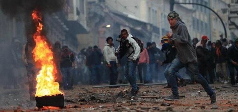 Protestas por gasolinazo dejan 59 heridos y 350 detenidos en Ecuador