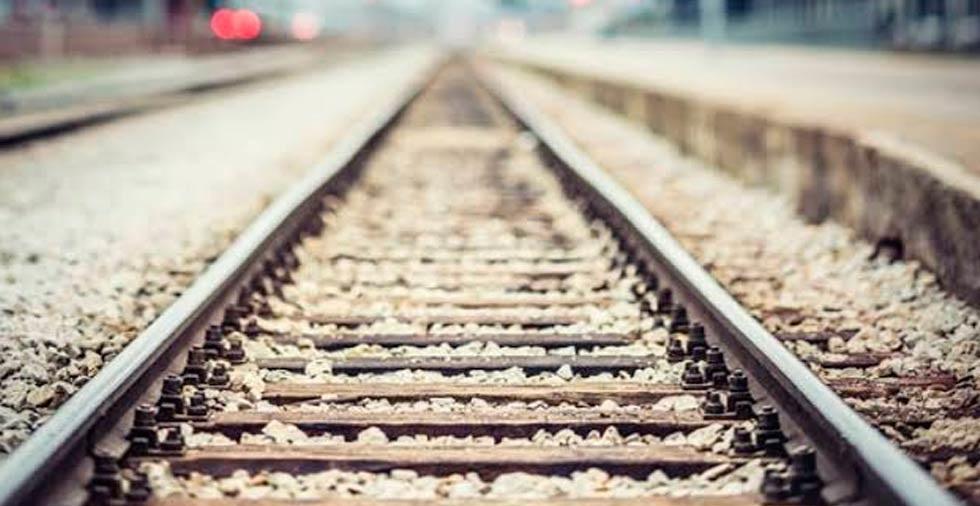 Joven en presunto estado de ebriedad muere arrollado por tren