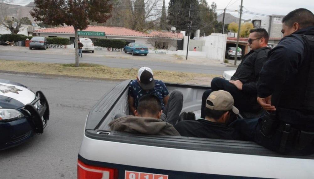 Tras persecución, detienen a sujetos armados en la heroico colegio militar