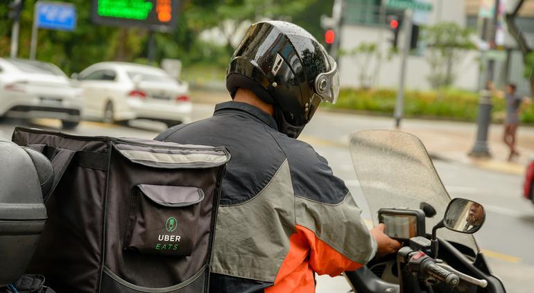 """""""Por favor, devuélvanla"""": repartidor de UberEats conmueve las redes"""
