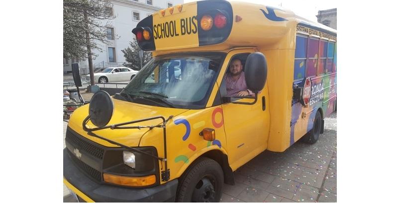 Entregan nuevo camión a Balleza para mejorar la educación