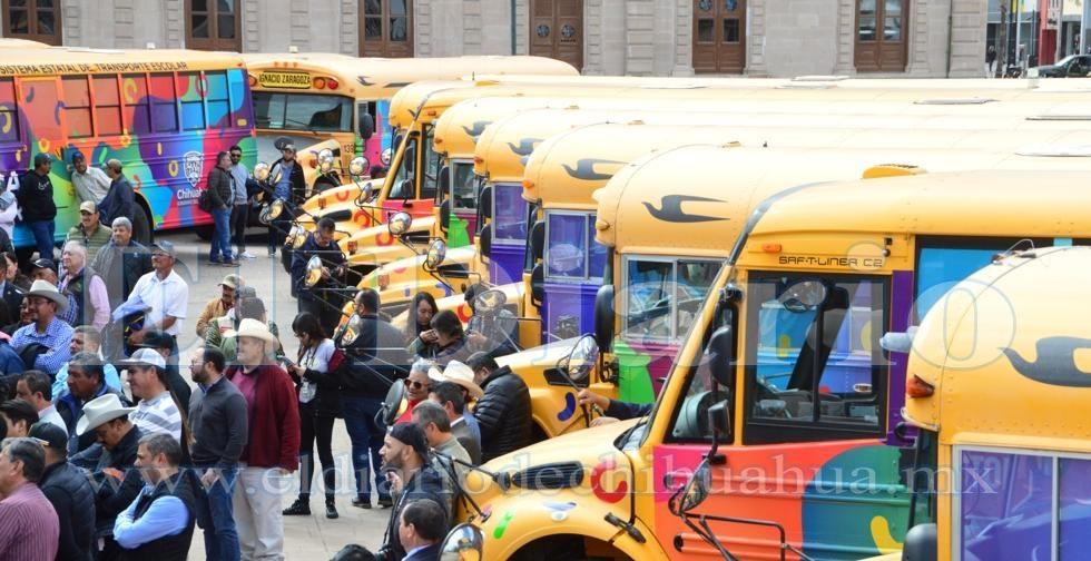Entregan 38 vehículos para escuelas en el estado