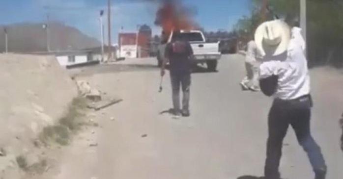 VIDEO: alcalde de Camargo lanza piedras a militares