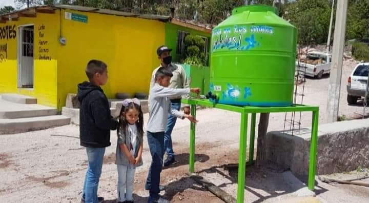 Colocan tinacos para el lavado de manos en puntos estratégicos de Guadalupe y Calvo
