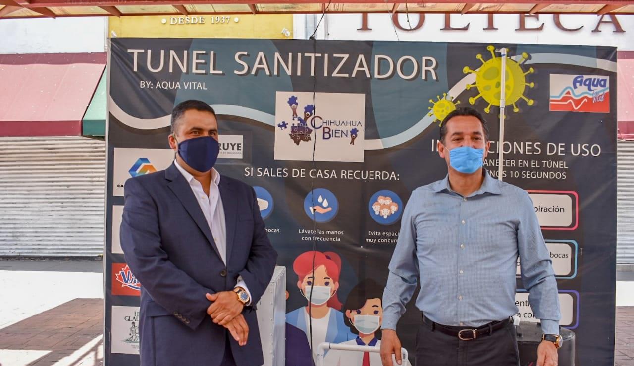 Recibe alcalde Alfredo lozoya cabina sanitizante de familia Borruel