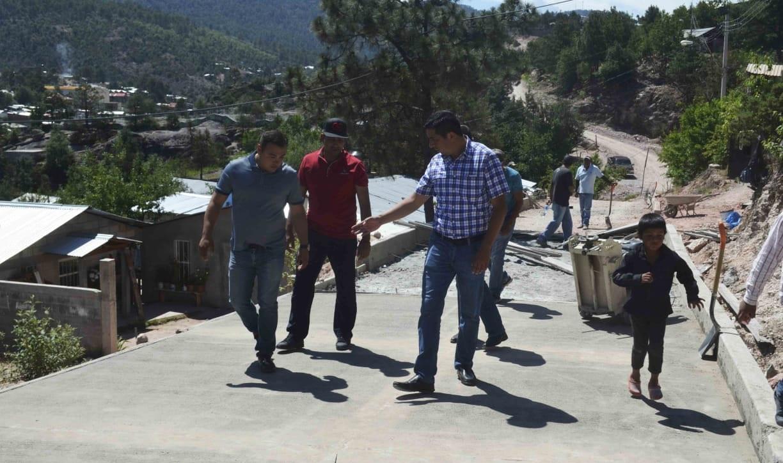 Entregan obras de encementado de calles en la cabecera de Guadalupe y Calvo.