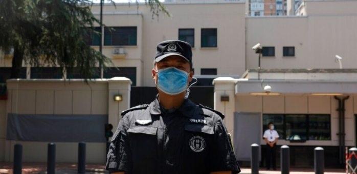 China cierra consulado de EU y toma control de instalaciones