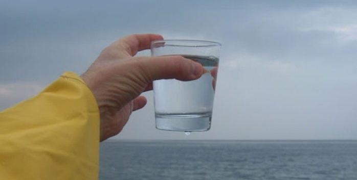 Científicos convierten agua de mar en potable en sólo 30 minutos con luz solar