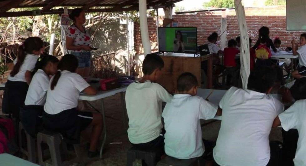Hijos de 'El Chapo' construyen escuela temporal en Culiacán