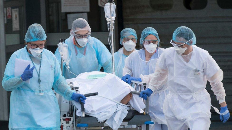 Casos de covid-19 en el mundo sobrepasan los 54 millones y siguen en aumento
