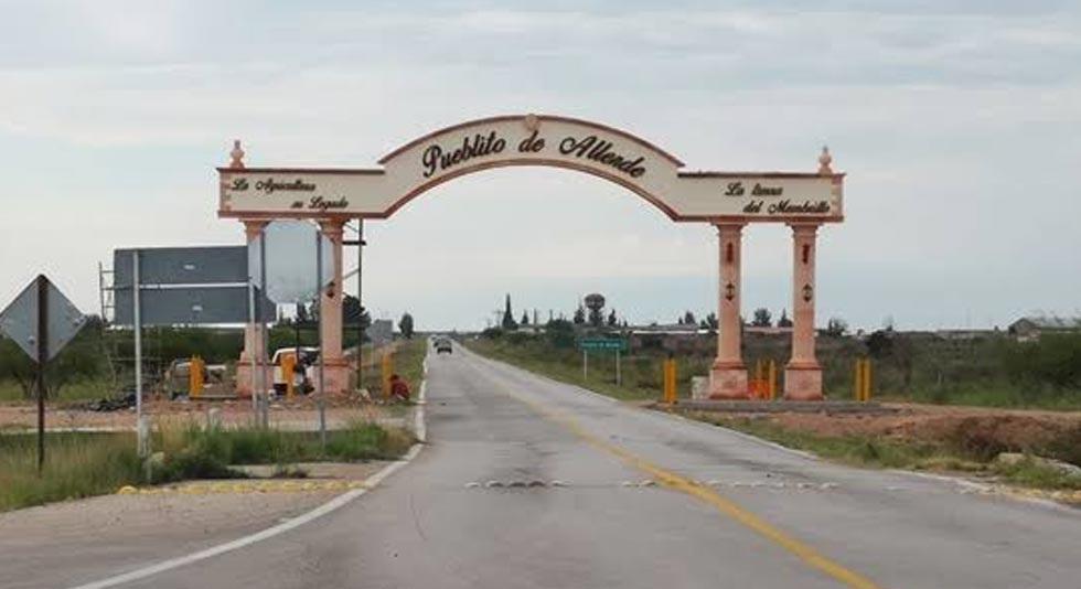Viajaban a Mazatlán y comando les roba su camioneta