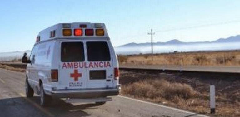 Vuelca vehículo sobre carretera Parral-Durango