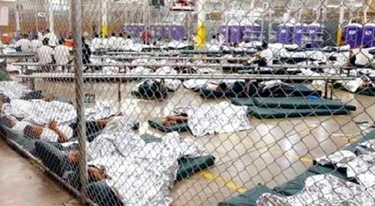 """""""No son jaulas"""": abre gobierno de Biden instalación de niños migrantes"""