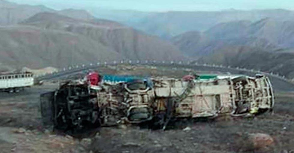 Se desbarranca autobús en Perú, hay 27 muertos