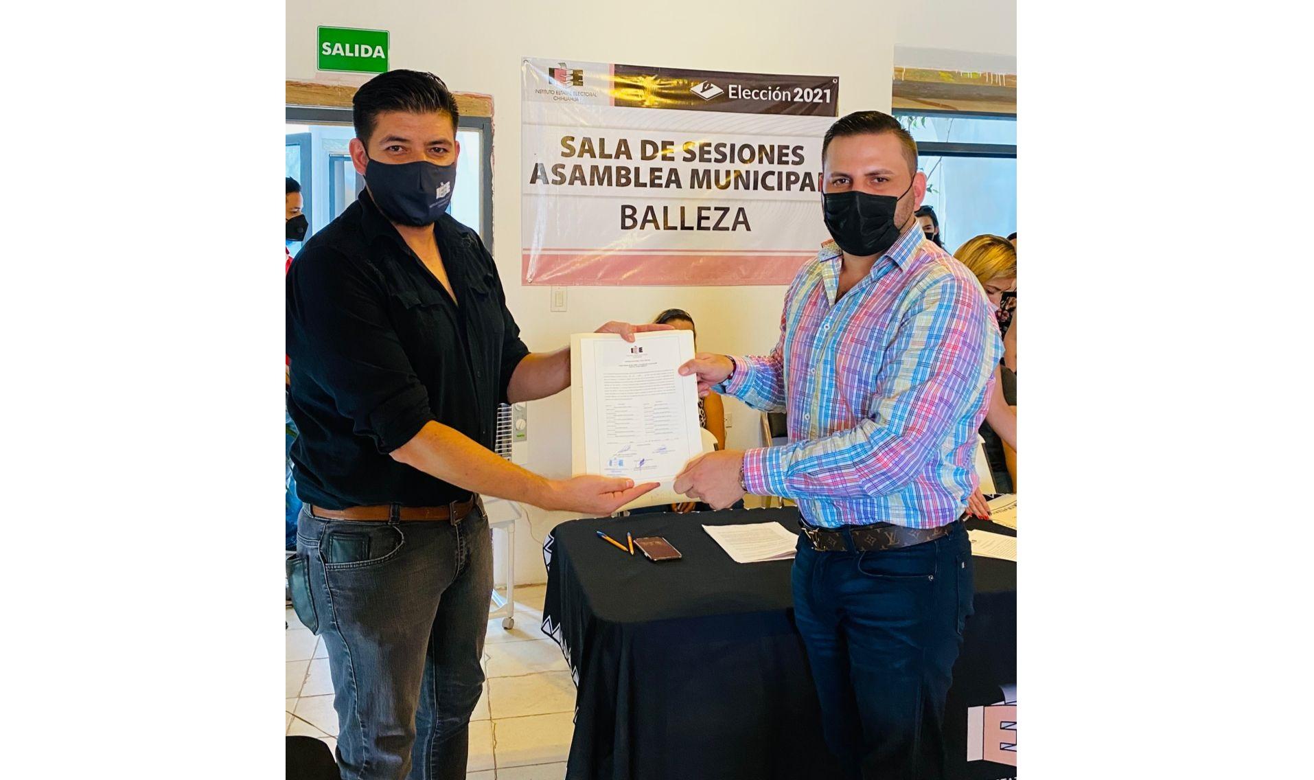 Entregan constancia de mayoría al Presidente Electo de Balleza; Augusto Medina