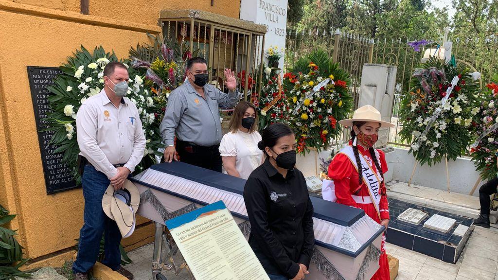 Villistas dan el último adiós a su líder máximo en el Panteón de Dolores