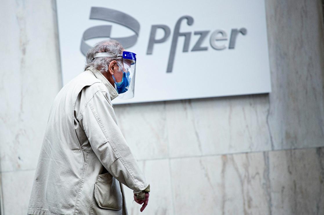 Autoriza EU tercera dosis de Pfizer para personas mayores