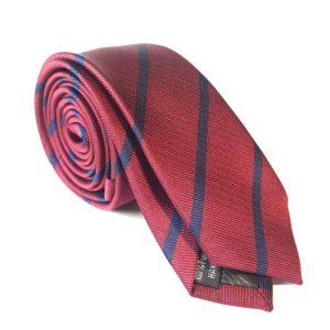 Blå og rød stripet slips