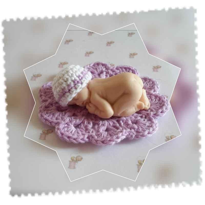 bonnet et tapis bébé couché coton blanc mauve