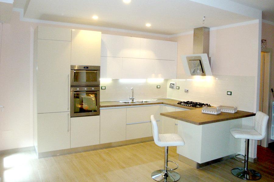 Cucina moderna con penisola GCCUC005  Mobili su misura