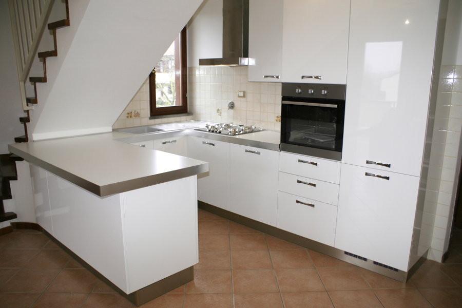 Cucina moderna sottoscala ALTCUC001  Mobili su misura a Firenze  Lapi Arredamenti